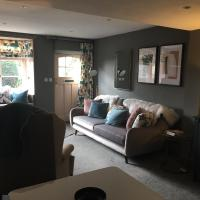 Cosy Lincs Wolds cottage in picturesque Tealby
