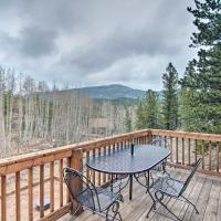 Red Feather Lakes Studio Cabin with Deck and Yard, hotel in Red Feather Lakes