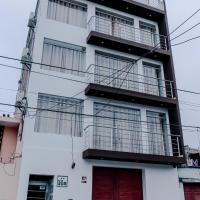 Paris Hostal, hotel in Urbanizacion Buenos Aires