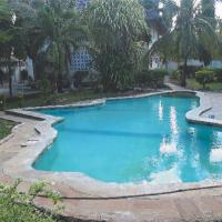 Micmoll paradise cottage villa a two floored two bedrooms apartments, hotel in Ukunda