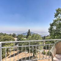 Panoramic Hideaway Estate with Beautiful Views, hotel in Running Springs