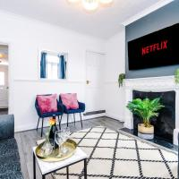 Harley House - Spacious Home With Free Netflix & Parking by RocketBnB