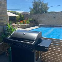 Luxury Wiltshire Holiday Home with Swimming Pool - sleeps 7