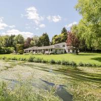 The River House Avon Valley Stonehenge, hotel in Salisbury
