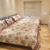 London Luxury Apartments 1min walk from Underground, with FREE PARKING