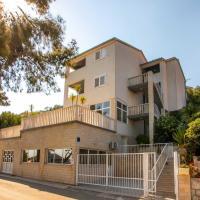 Apartments Madirazza, hotel in Ubli