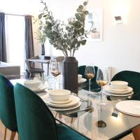 The Mulberry- CliffordCo Serviced Accommodation Windsor, 1 Bedroom Apartment, Up to 4 Guests and Balcony