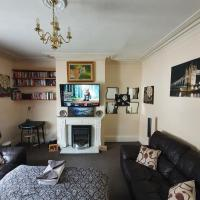 * Cosy deluxe double bedroom + FREE WiFi + FREE parking