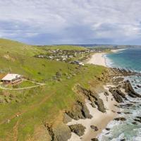 Cliffs End Beach Shack - 105 Gold Coast Drive, Carrickalinga, hotel em Carrickalinga