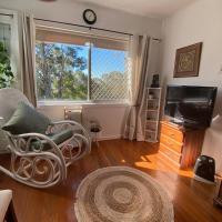 Cozy self-contained unit surrounded by nature, hotel em Goonellabah