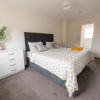 Huge Contractor Team House with free parking and wifi by Trade Stays
