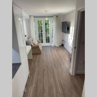 Croydon Gem Apartment - Fast train to the centre and free parking