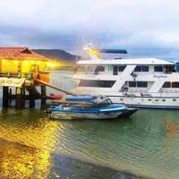 Yacht Daphne, hotel em Bahía de Caráquez