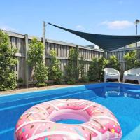 Pet Friendly, Pool and More in Maroochydore, hotel in Maroochydore