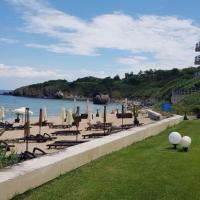 Sand Lilies Beach Apartment, хотел в Созопол