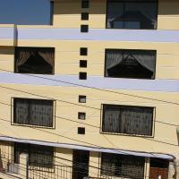 3 BEDROOMS APARTMENT WITH THREE TERRACES, hotel em Quito
