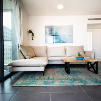 Sarona Summit - Luxury & Spacious 3BD with parking & Balcony