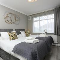 FW Haute Apartments at Hillingdon 3 Bedrooms and 2 Bathrooms HOUSE King or Twin beds with FREE WIFI FREE PARKING