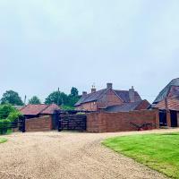 Stunning Estate sleeps 22 private parking & garden