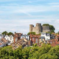 1-Bed Apartment in Lewes located near town centre!