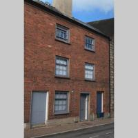 Grade II Monmouth 4 bedroom Townhouse in the heart of Monmouth