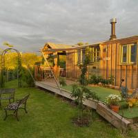 Willowbank shepherds hut with hot tub, hotel in Taunton