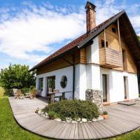 Unique cottage house with panoramic view on Ravnik, hotel v mestu Hotedršica