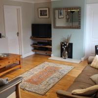 Secluded, spacious 3 bedrooms house with garden and private parking