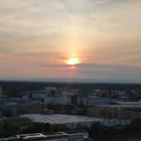 Skyline-Aussicht und fantastische Sonnenuntergänge, hotel u gradu Langen