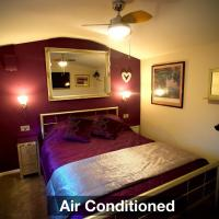 Luxurious Rural Cabin with Hot Tub, hotel in West Chiltington