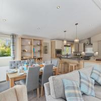 St Mary's View - Luxury Lodge, Short Walk to Beach, Parking