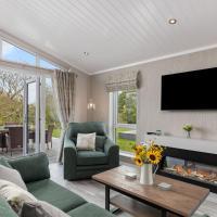Trevelyn Lodge - Luxury Lodge, Hot Tub, Close to Beach