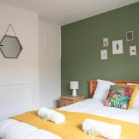 City Centre Hideaway with Free Off Street Parking