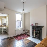 GuestReady - Lovely Victorian House 10 mins to Centre - Fibre Broadband