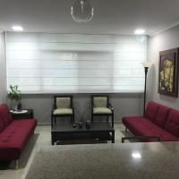 Apartamento completo Edificio Riverfront 1 Puerto Santa Ana, hotel em Guayaquil