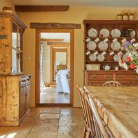 Plum Guide - Wood & Stone