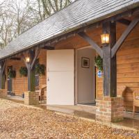 Plum Guide - Strong and Stables, hotel in Thakeham
