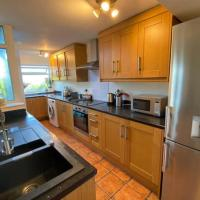 Large 2 Bedroom House with Garden in Bristol