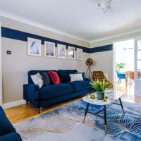 Luxury 6 bedroom house, sleeps 11, parks 3, Nuneaton