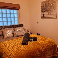 Barton Sleeps - 1 bedroom, Sleeps 4, Warrington Town Centre, Smart TV, WiFi, Parking