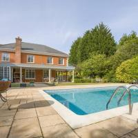LUXURY HOME SUNNINGDALE GOLFCOURSE & PRIVATE POOL