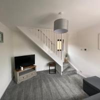 Newly Refurbished Beautiful Location 1 Bedroom Residential House sleeps 4