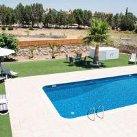 Stunning Family Villa Walking Distance From The Beach!, hotel in Oroklini