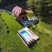 Rustic retreat with pool počitnice na kozolcu