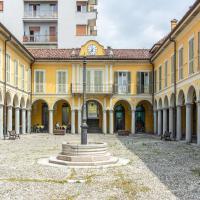 Refined Apartmet in Pallanza with Balcony, hotel a Verbania
