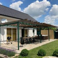 U Maňa - dovolenkový dom 50m od vstupu na kúpalisko, hotel in Rimavská Sobota
