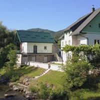 Stunning Riverview Garden House in Zamost, hotel in Plešce