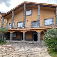 Casa Aurora By Ben-car para grupos de 16 o mas personas, hotel en Burgohondo