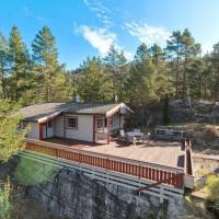 Tradisjonell Hytte Midt i Skogen Rett Ved Vann