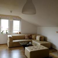 MAV-Bright, cozy, spacious flat with a garden, hotel em Ohrid